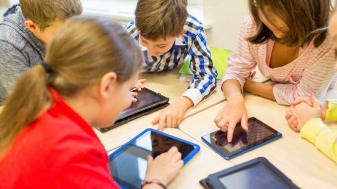 Kick-off zum Wettbewerb 'DigitalSTARTer': Digitalkompetenz in Schulen weiter stärken