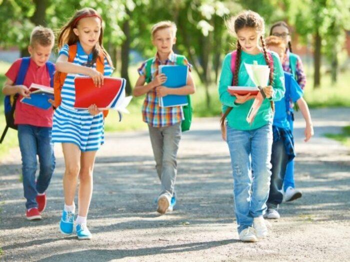 """Aktion """"kleine Füße - sicherer Schulweg"""" für mehr Sicherheit"""
