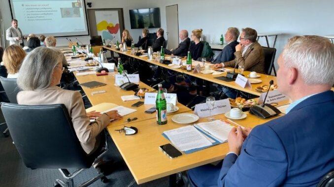 Expertenkreis diskutiert Pandemiefolgen für Kinder und Jugendliche